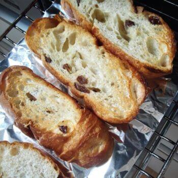 グリルで焼いたパン