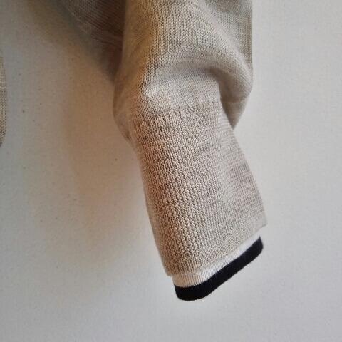 無印のニットの袖からチラ見せ