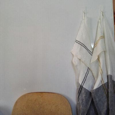 壁に引っかけたキッチンクロス